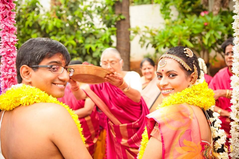 Glancing back by Photo Alchemy Wedding-photography | Weddings Photos & Ideas