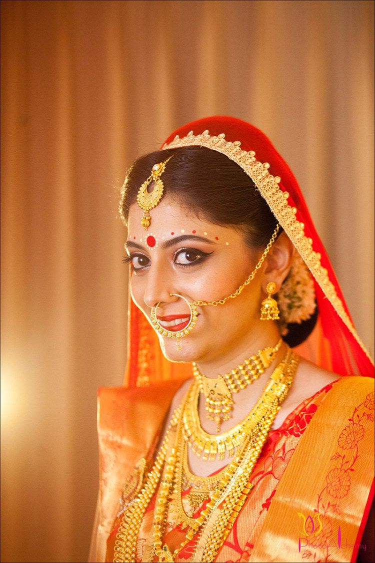 Beautiful bengali bride by Photo Alchemy Wedding-photography Bridal-jewellery-and-accessories | Weddings Photos & Ideas