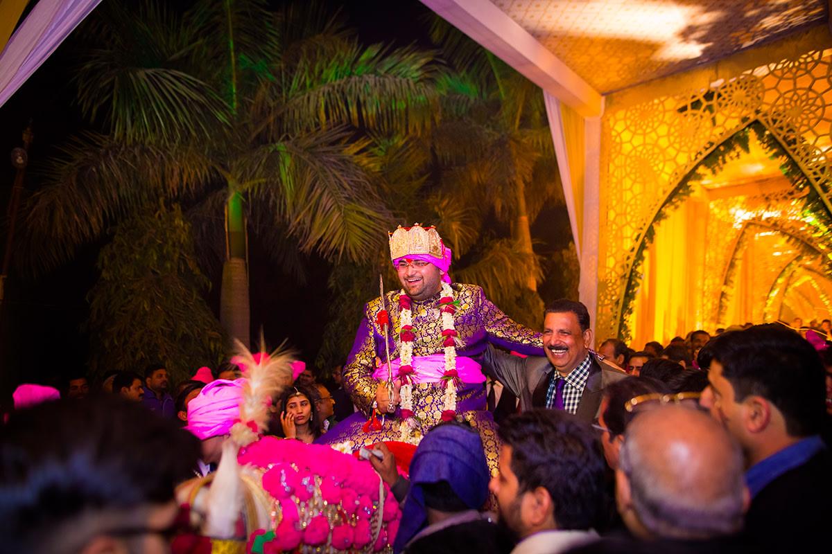 The groom is here! by Studio RGB Wedding-photography   Weddings Photos & Ideas