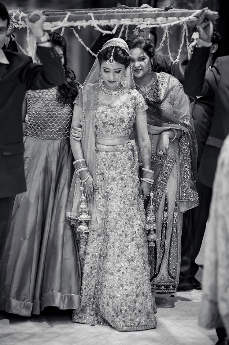Magnetic bridal entry! by Studio RGB Wedding-photography | Weddings Photos & Ideas