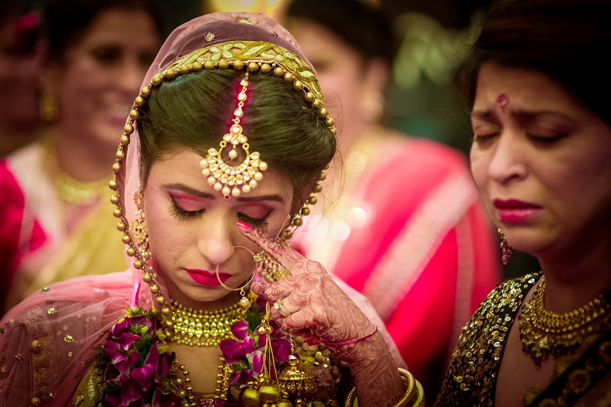 The bride gets nostalgic! by Studio RGB Wedding-photography | Weddings Photos & Ideas