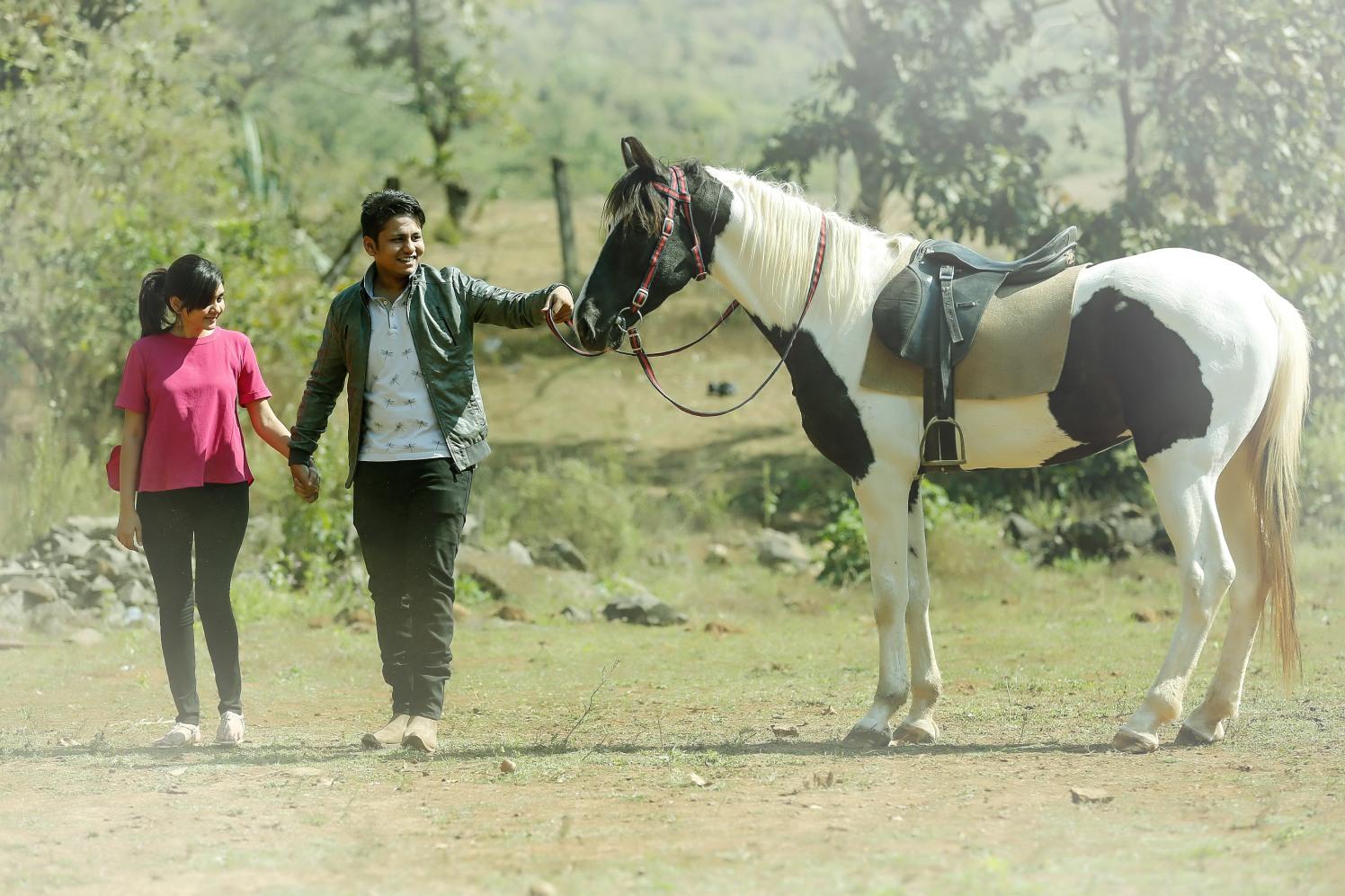 Elegant couple with a horse by Shobha Dhillon Wedding-photography | Weddings Photos & Ideas