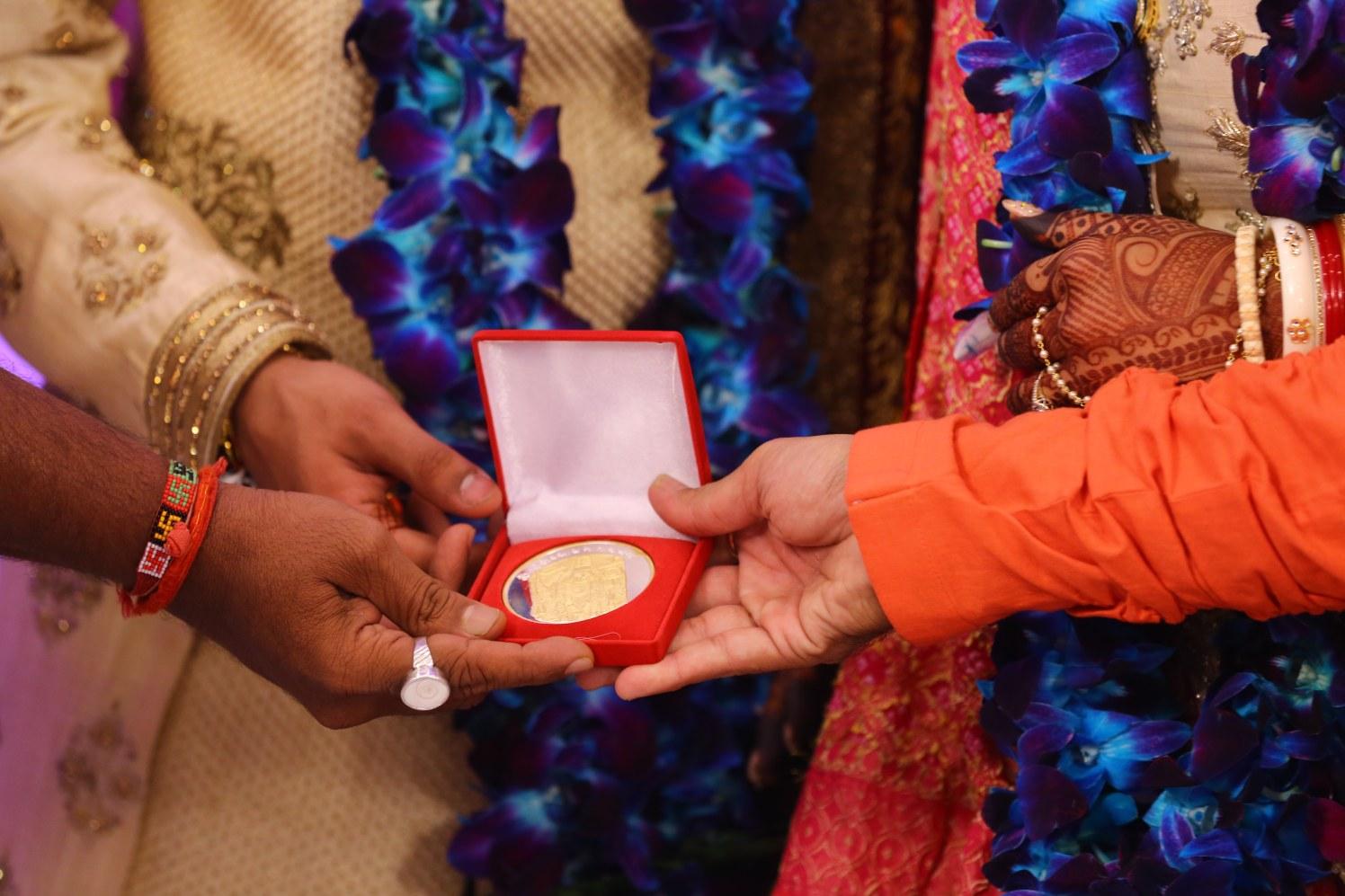 Auspicious gifts by Shobha Dhillon Wedding-photography | Weddings Photos & Ideas