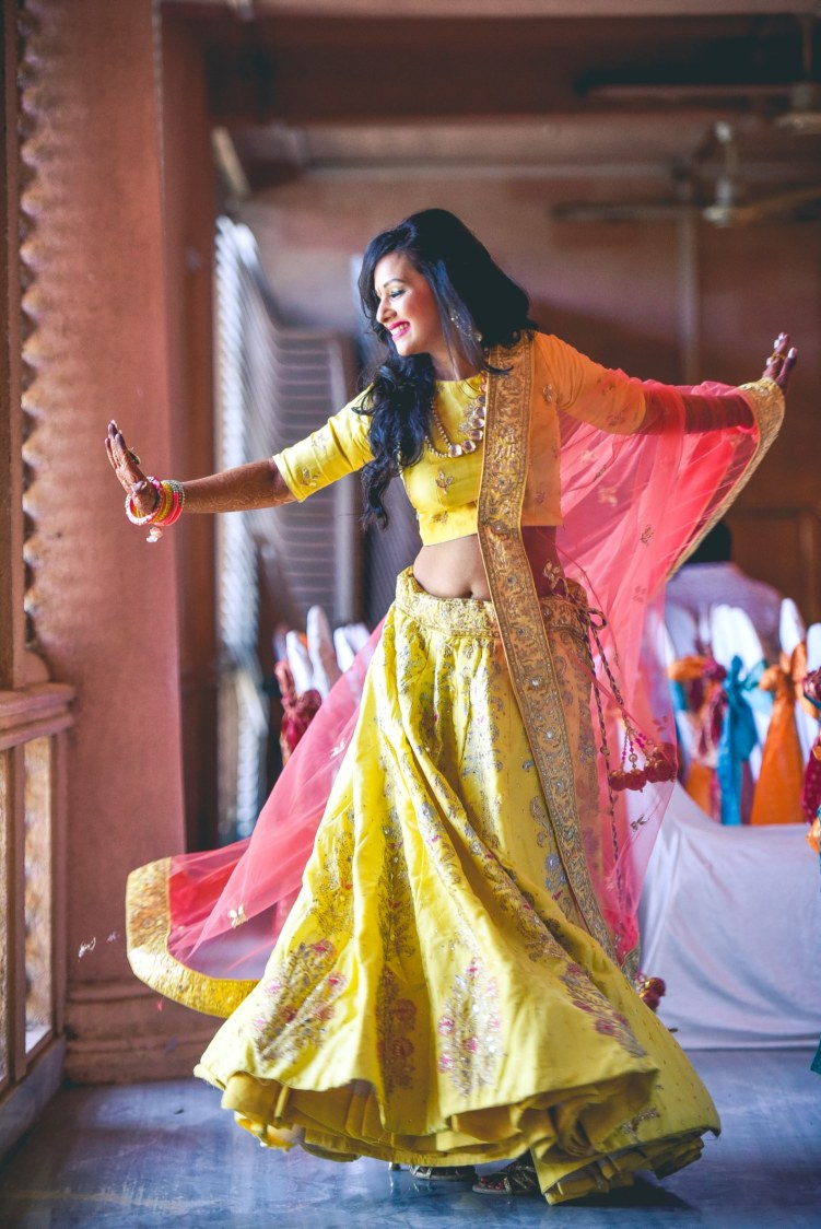 Bride Wearing Yellow lehenga With Golden Embroidery by Aniket Kanitkar Wedding-photography Wedding-dresses | Weddings Photos & Ideas