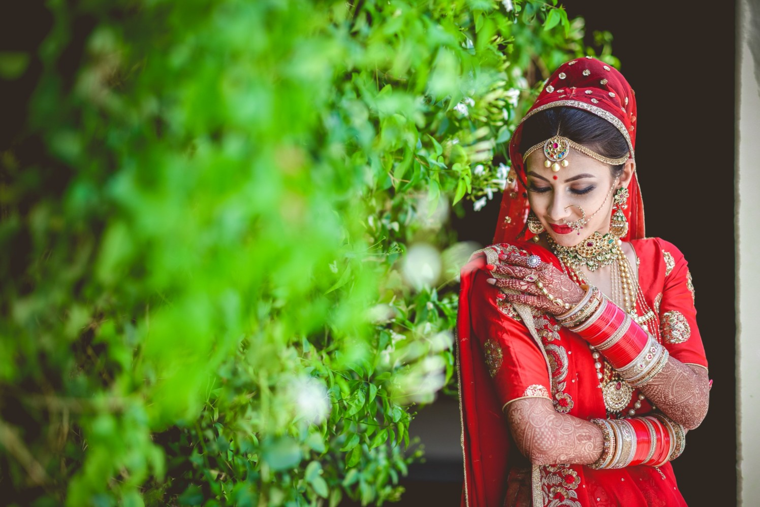 Gorgeous Bride Adorned With Gold And Gemstone Jewellery by Aniket Kanitkar Wedding-photography Bridal-jewellery-and-accessories Bridal-makeup | Weddings Photos & Ideas