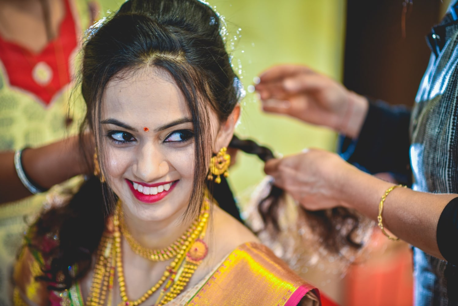 Gorgeous Bride Adorned With Gold Jewellery by Aniket Kanitkar Wedding-photography Bridal-makeup | Weddings Photos & Ideas