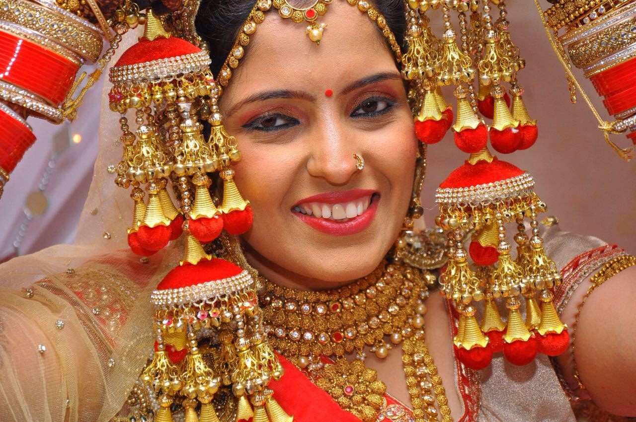 Bridal portrait by Heena Video Wedding-photography Bridal-jewellery-and-accessories Bridal-makeup | Weddings Photos & Ideas