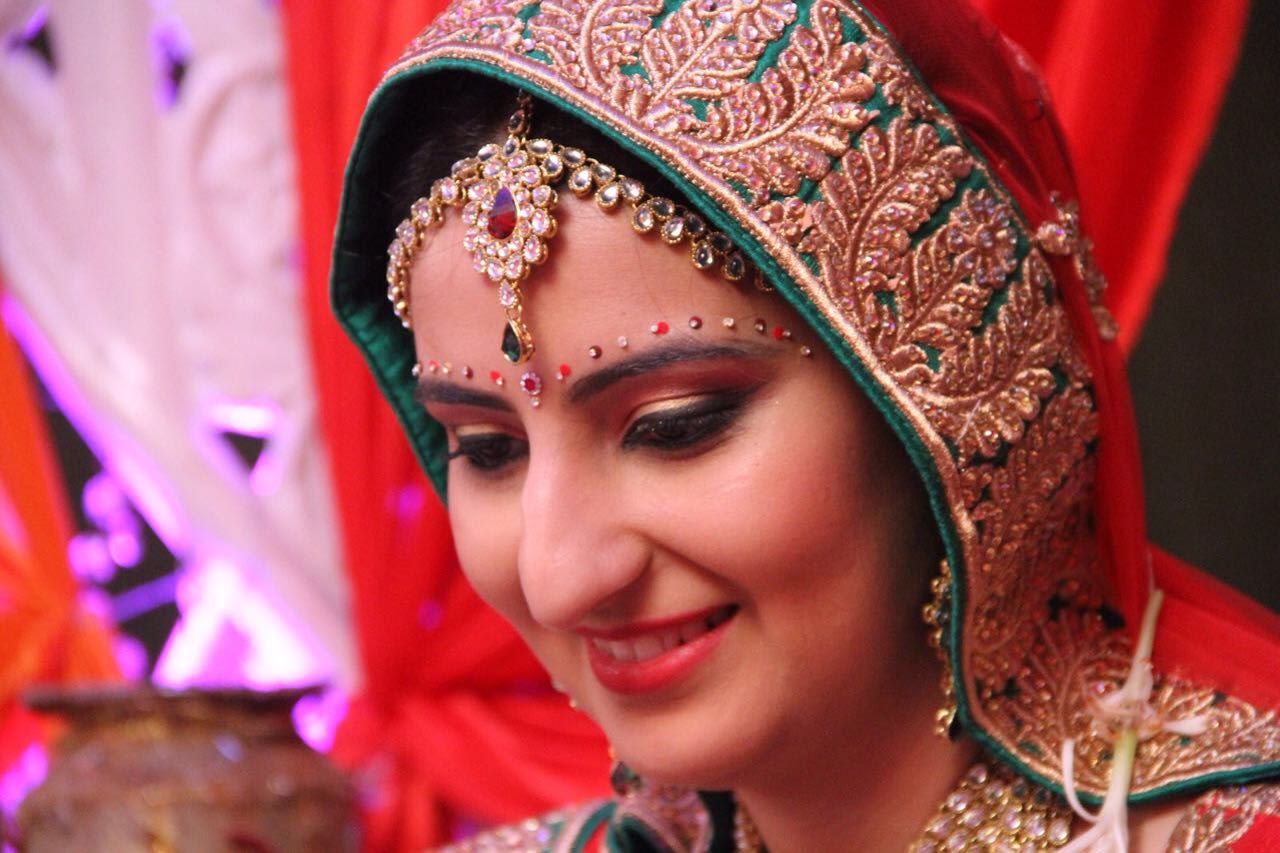 Bridal makeup and accessories by Heena Video Wedding-photography Bridal-jewellery-and-accessories Bridal-makeup | Weddings Photos & Ideas