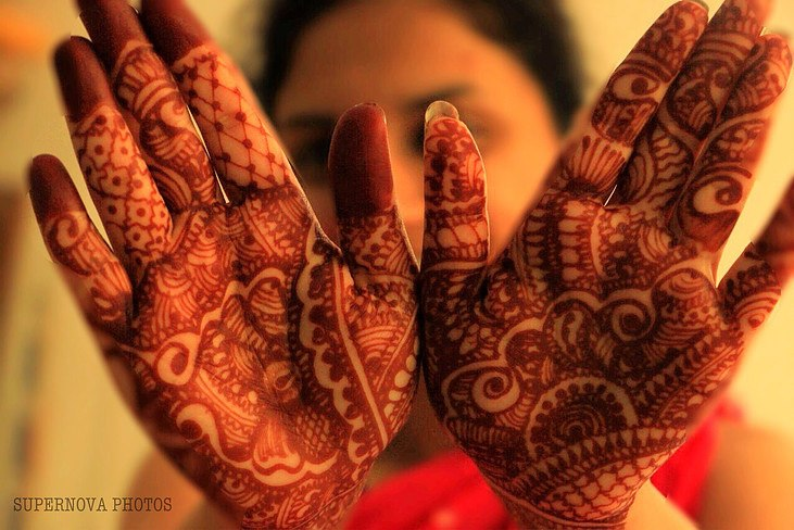 Beautiful Mehendi Petals by Supernova Photos Wedding-photography Bridal-mehendi | Weddings Photos & Ideas