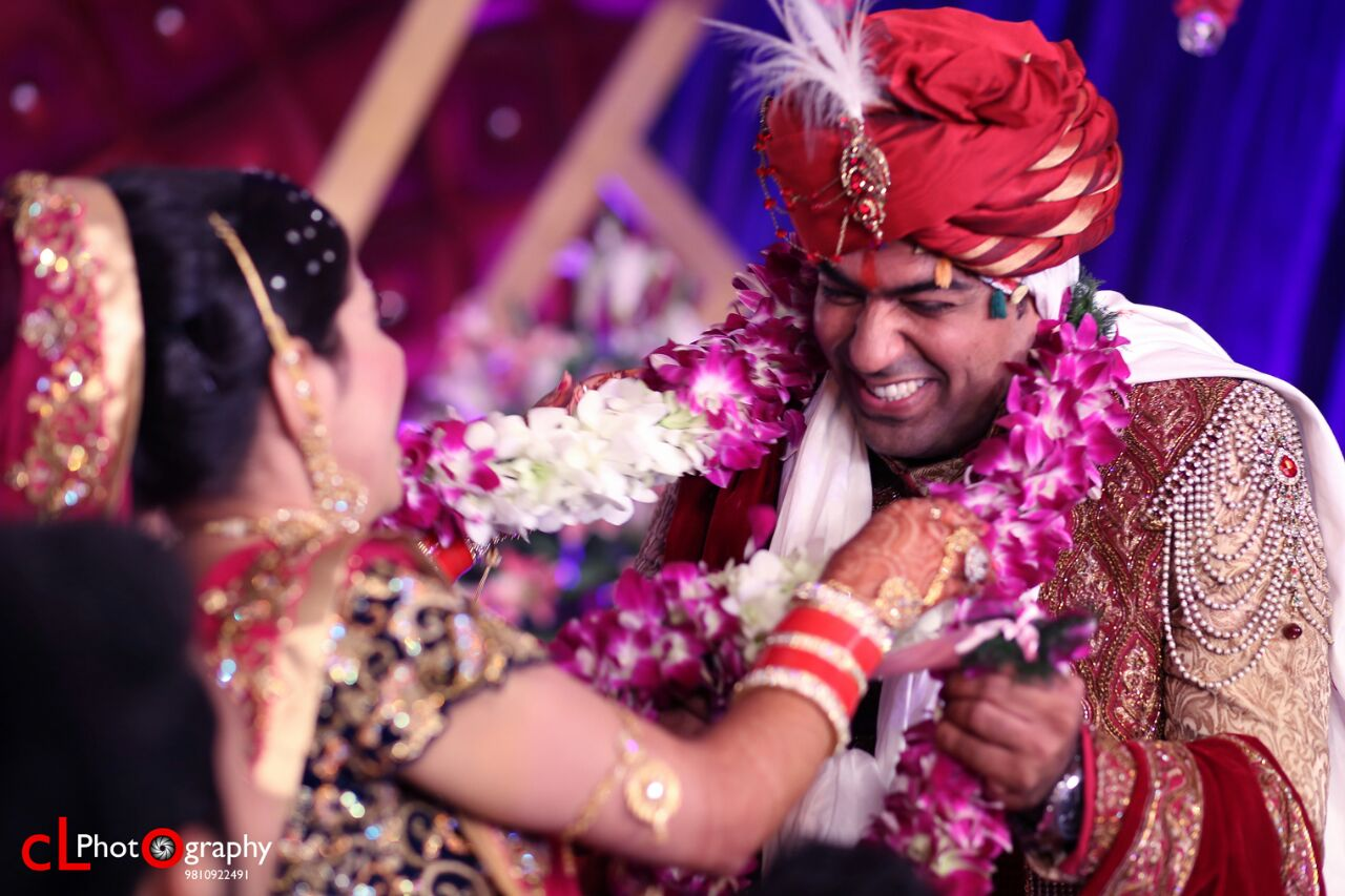 Garland tradition by CL Media Solutions Wedding-photography | Weddings Photos & Ideas