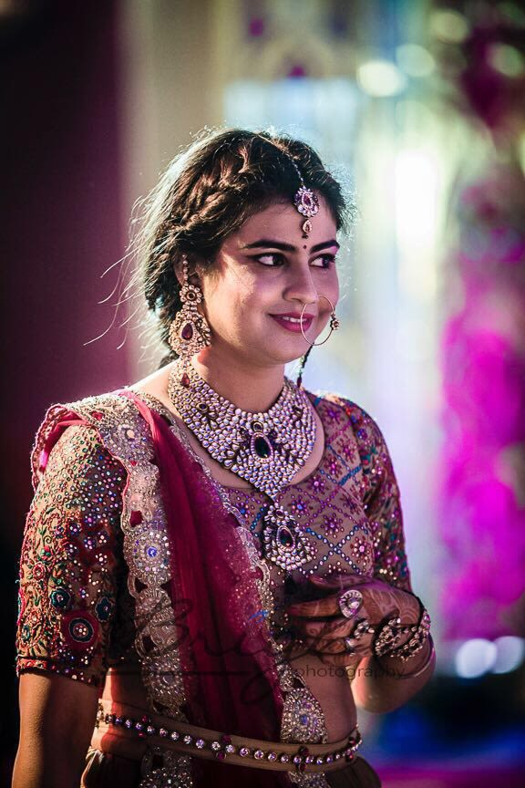 Quirky Bride's Candid Shot by Gitesh Dhawan Wedding-photography Bridal-jewellery-and-accessories | Weddings Photos & Ideas