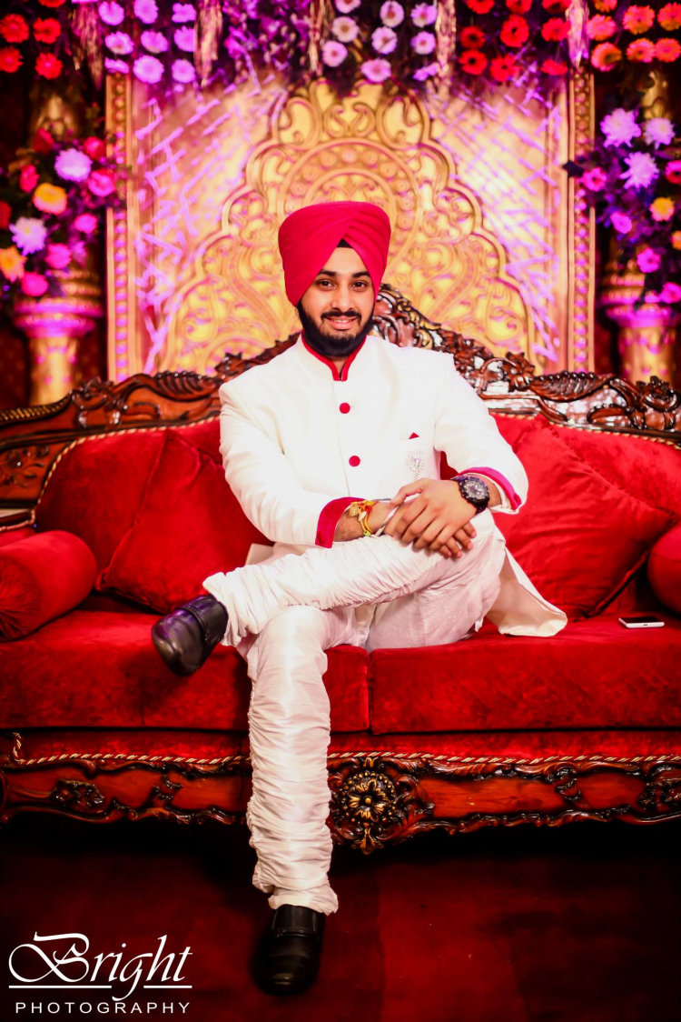 Groom Wearing White Kurta With Red Detailing by Gitesh Dhawan Wedding-photography | Weddings Photos & Ideas