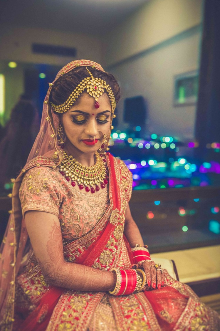 Bride In Gold Antique Jewelllery And Bronze Makeup by Gitesh Dhawan Bridal-makeup Bridal-jewellery-and-accessories | Weddings Photos & Ideas