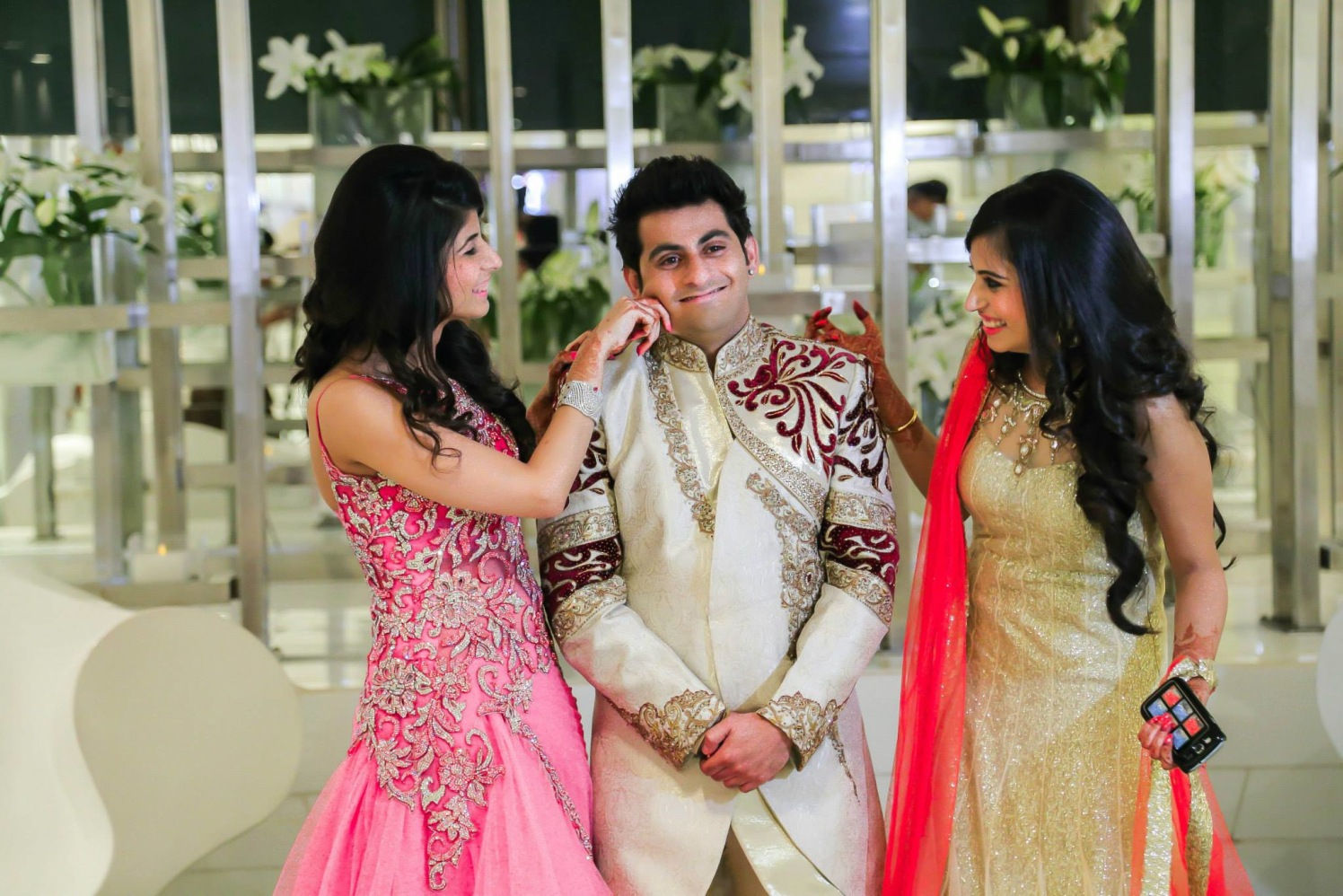 Sisters tease their brother! by Gitesh Dhawan Wedding-photography | Weddings Photos & Ideas