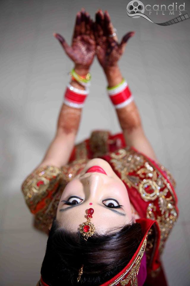 Bridal pose by Candid Films Wedding-photography Bridal-jewellery-and-accessories | Weddings Photos & Ideas