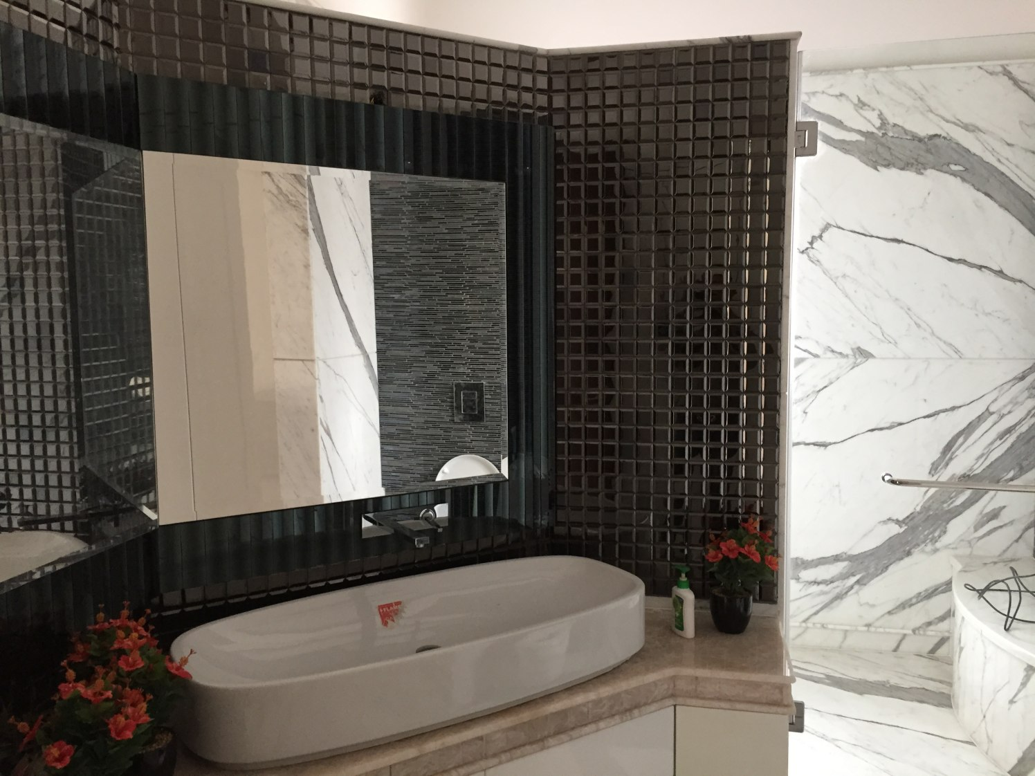 Black and white themed Bathroom With Basin With Square Wall Mirror by Tarique Anwar Bathroom Contemporary | Interior Design Photos & Ideas