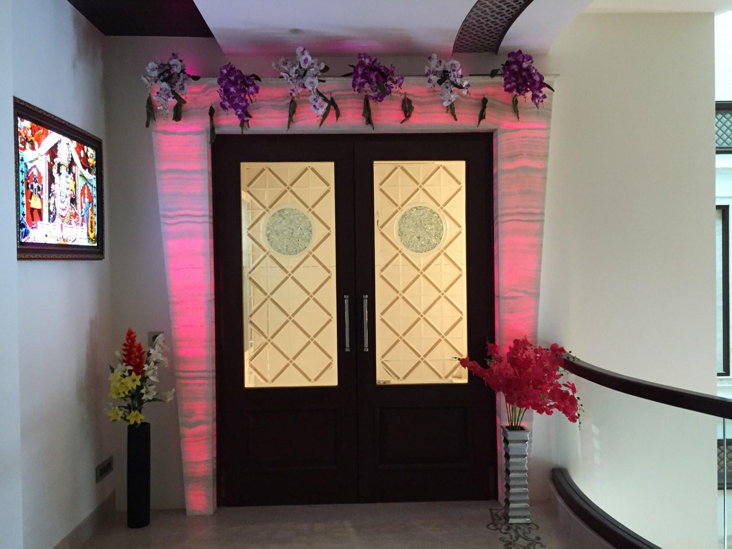 Hallway With Floral Entrance Decor by Tarique Anwar Indoor-spaces Contemporary | Interior Design Photos & Ideas