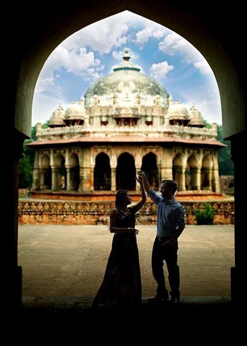 The hi five by DEV RAJ FILMS & PHOTOGRAPHY Wedding-photography | Weddings Photos & Ideas