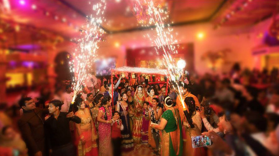 Firecrackers by DEV RAJ FILMS & PHOTOGRAPHY Wedding-photography | Weddings Photos & Ideas