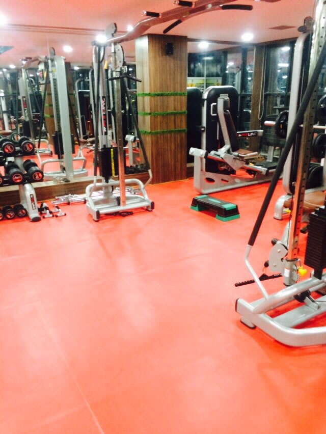 Gymnasium equipment! by shuffle pages Modern | Interior Design Photos & Ideas