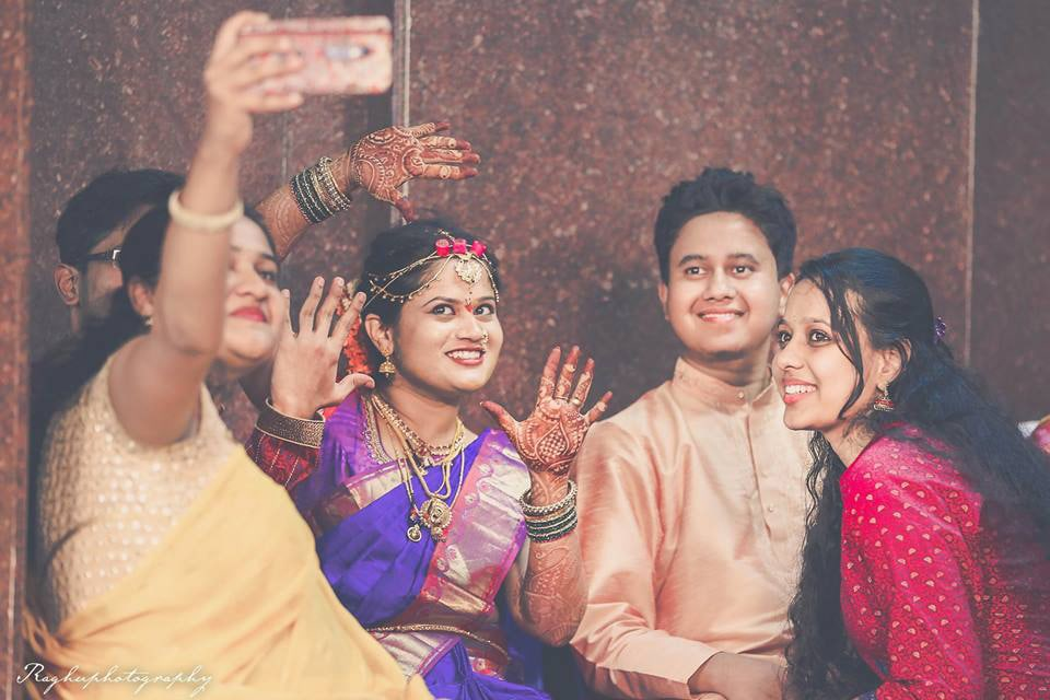Bride's Selfie With The Family by Raghu Raj Wedding-photography | Weddings Photos & Ideas