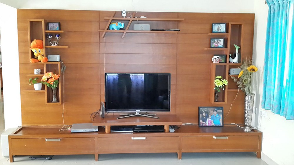 A TV cum Display Unit. by Saikrupa Interiors Living-room Modern | Interior Design Photos & Ideas