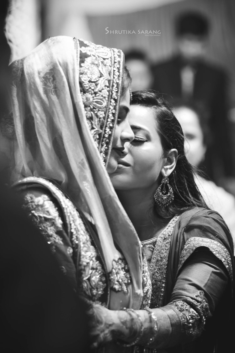 The heart goes out! by Shrutika Sarang Photography Wedding-photography | Weddings Photos & Ideas