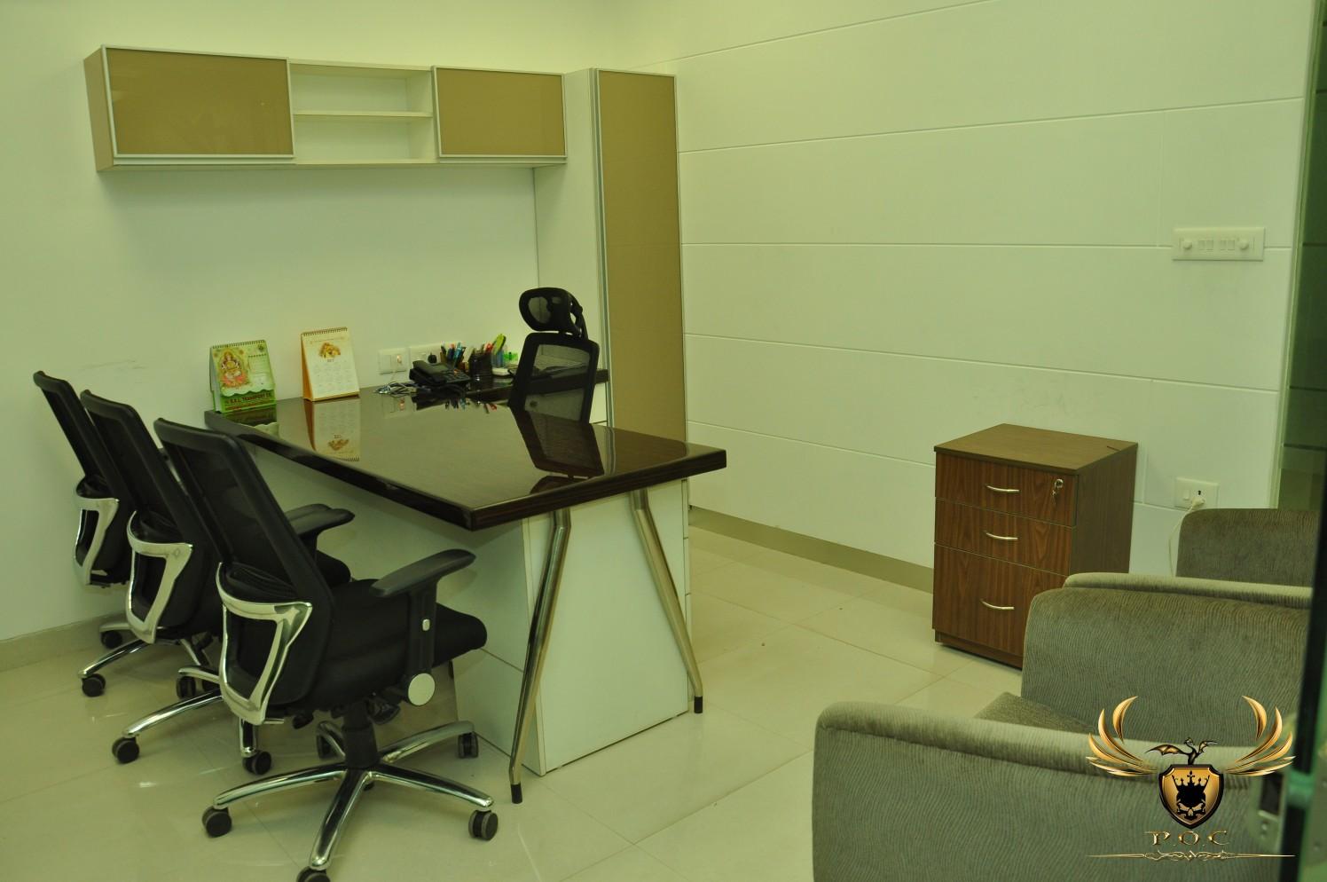 Plain Vanilla Office Room by Akaash Malik Interiors Contemporary | Interior Design Photos & Ideas