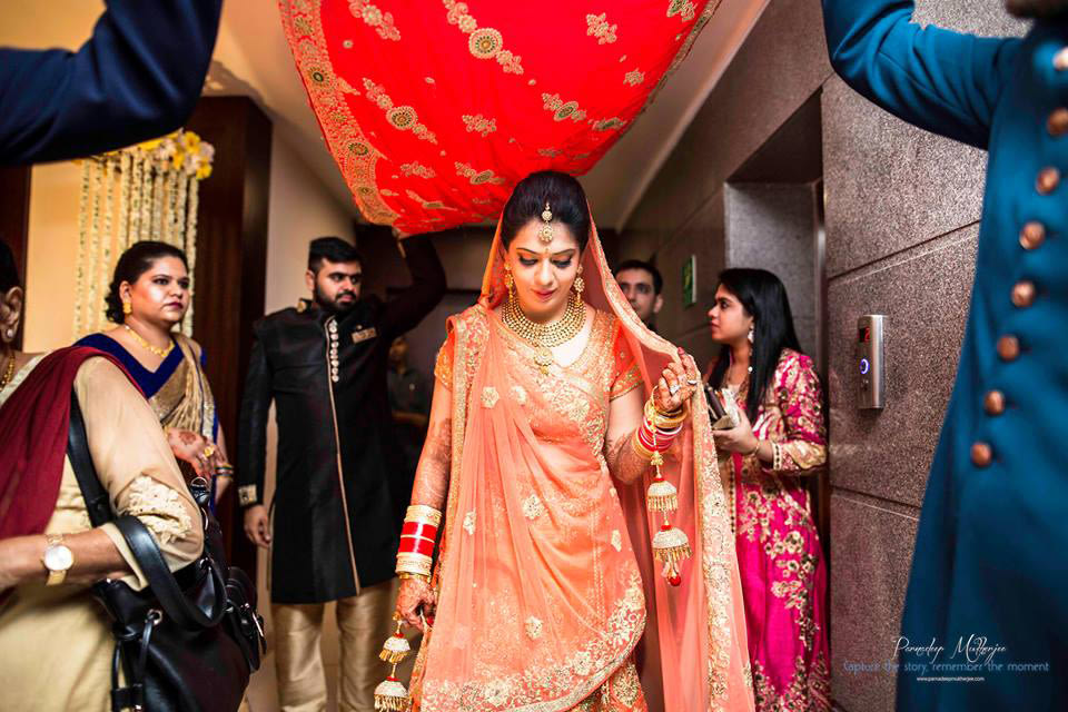 The bride enters in style! by Parnadeep Mukherjee Photography  Wedding-photography | Weddings Photos & Ideas