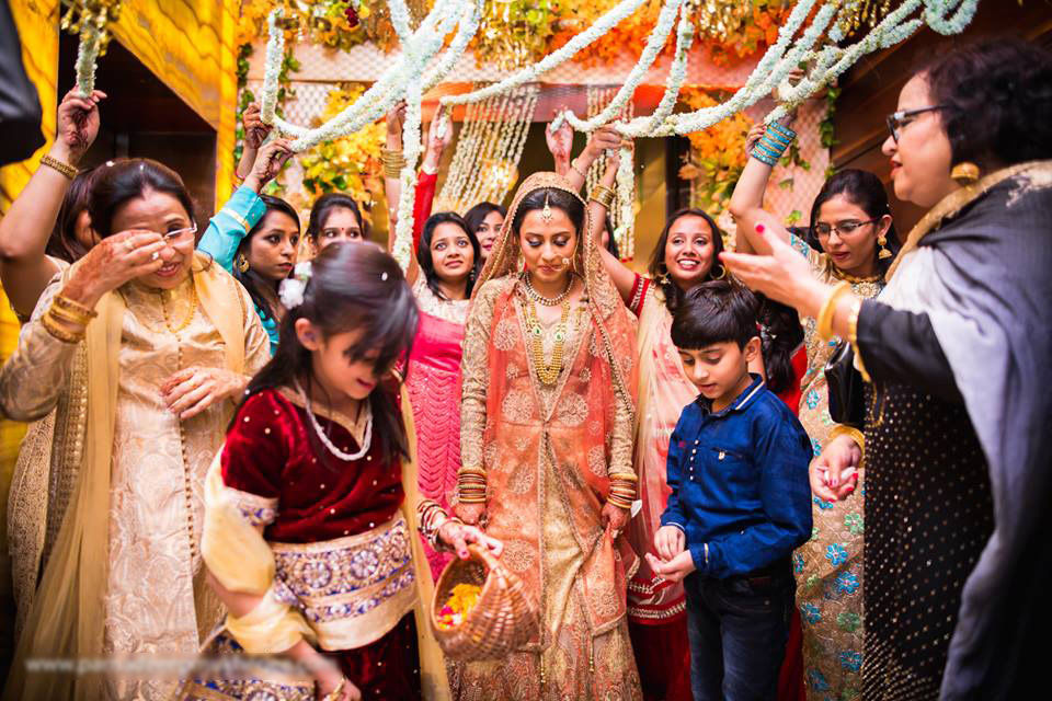 With the joys and the cheers! by Parnadeep Mukherjee Photography  Wedding-photography | Weddings Photos & Ideas
