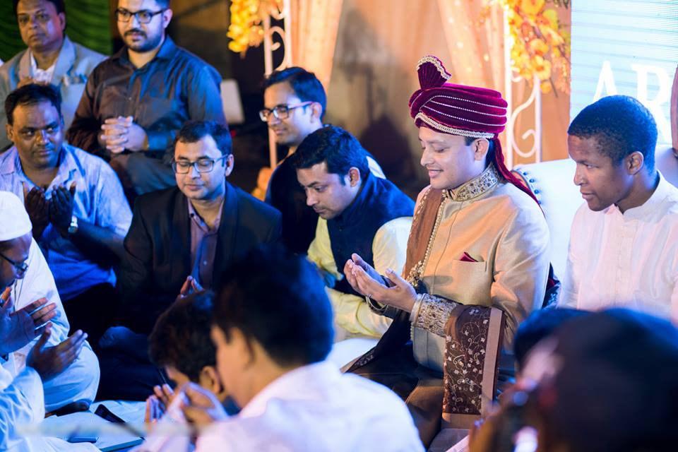 Saying his last prayers! by Parnadeep Mukherjee Photography  Wedding-photography | Weddings Photos & Ideas