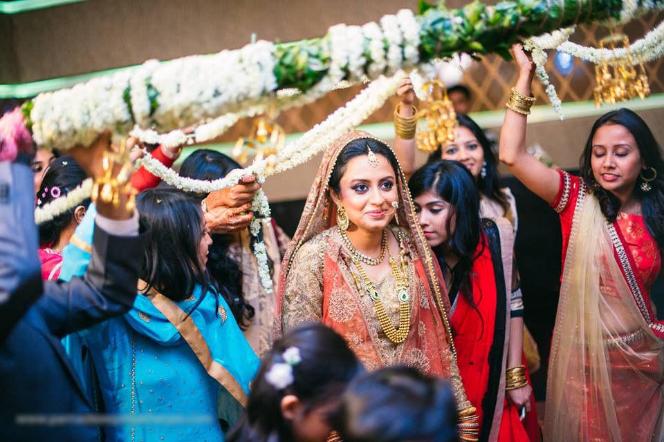 The bride is here! by Parnadeep Mukherjee Photography  Wedding-photography | Weddings Photos & Ideas
