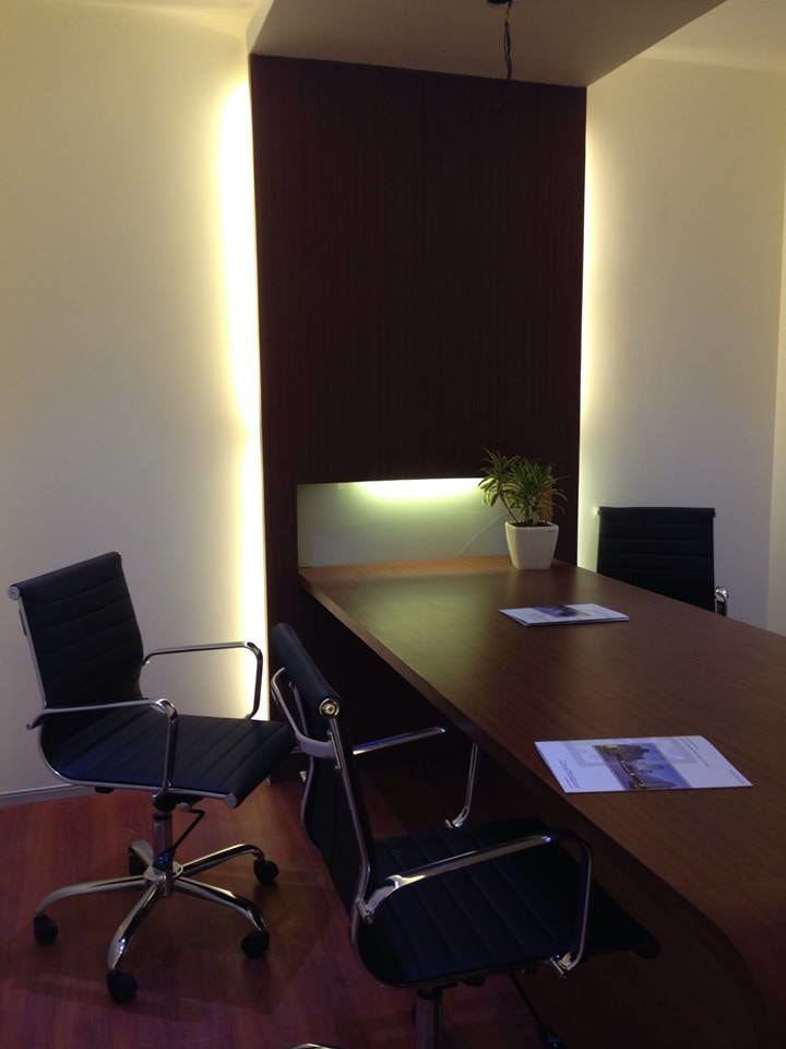 Modern Cellular Office With Black Chair by Mohit Kumar Modern | Interior Design Photos & Ideas