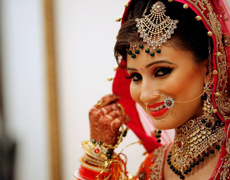 Bride smiling while seeing in the camera by Vijay Kapoor Wedding-photography | Weddings Photos & Ideas