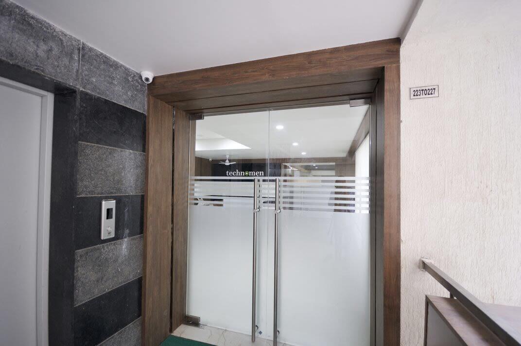 Minimalist office entry by Jai Patel Minimalistic | Interior Design Photos & Ideas