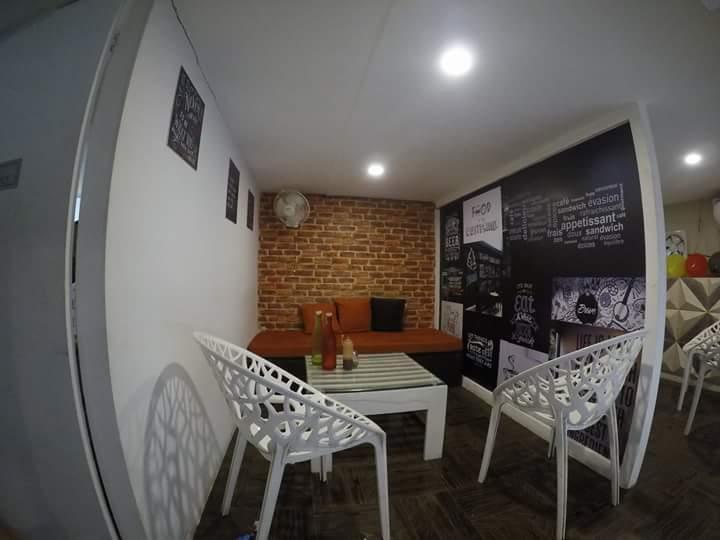 Cafe Lounge Area With Artistic Separator by Ajinkya Chinchkar Contemporary | Interior Design Photos & Ideas