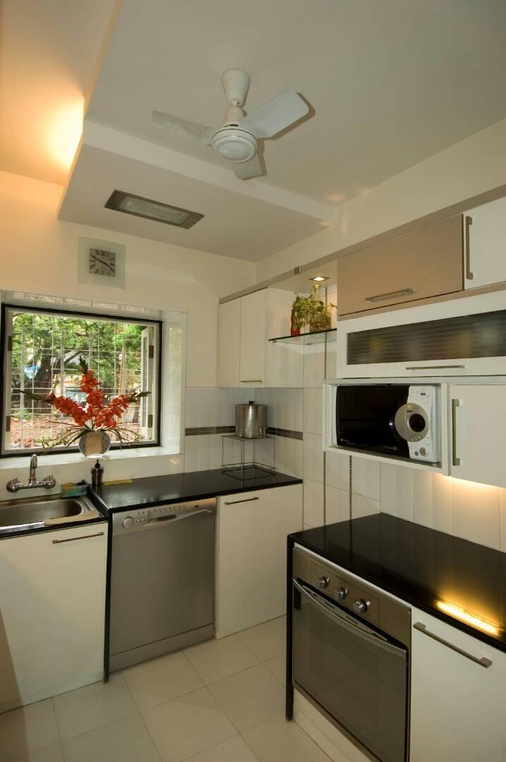 Kitchen With Modern Appliances by Nikeeta Mehta Modular-kitchen Modern | Interior Design Photos & Ideas