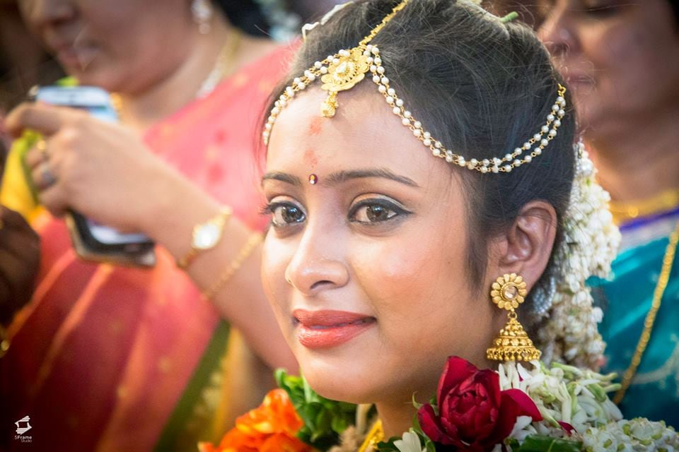 Bride Goes Emotional by 5Frame Studio Wedding-photography Bridal-jewellery-and-accessories | Weddings Photos & Ideas