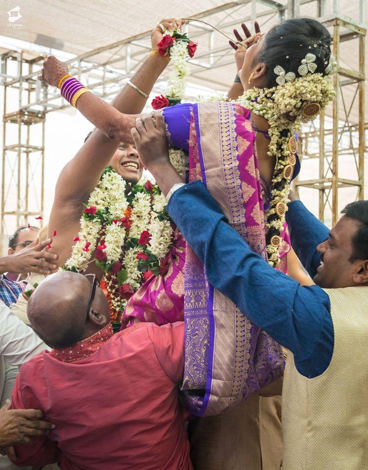 Varmaala Shot by 5Frame Studio Wedding-photography | Weddings Photos & Ideas