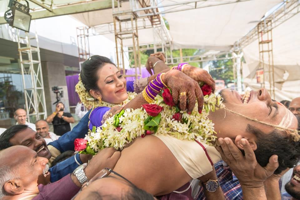 Varmaala Shot by 5Frame Studio Wedding-photography | Weddings Photos & Ideas