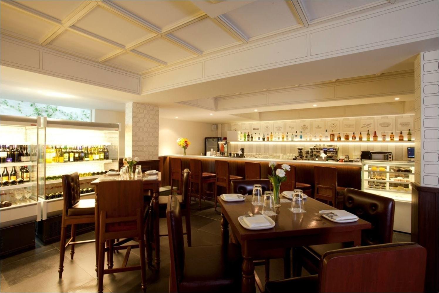 A Beautiful Bar cum Restaurant! by Red Touch Interior & Retail Designers Modern | Interior Design Photos & Ideas