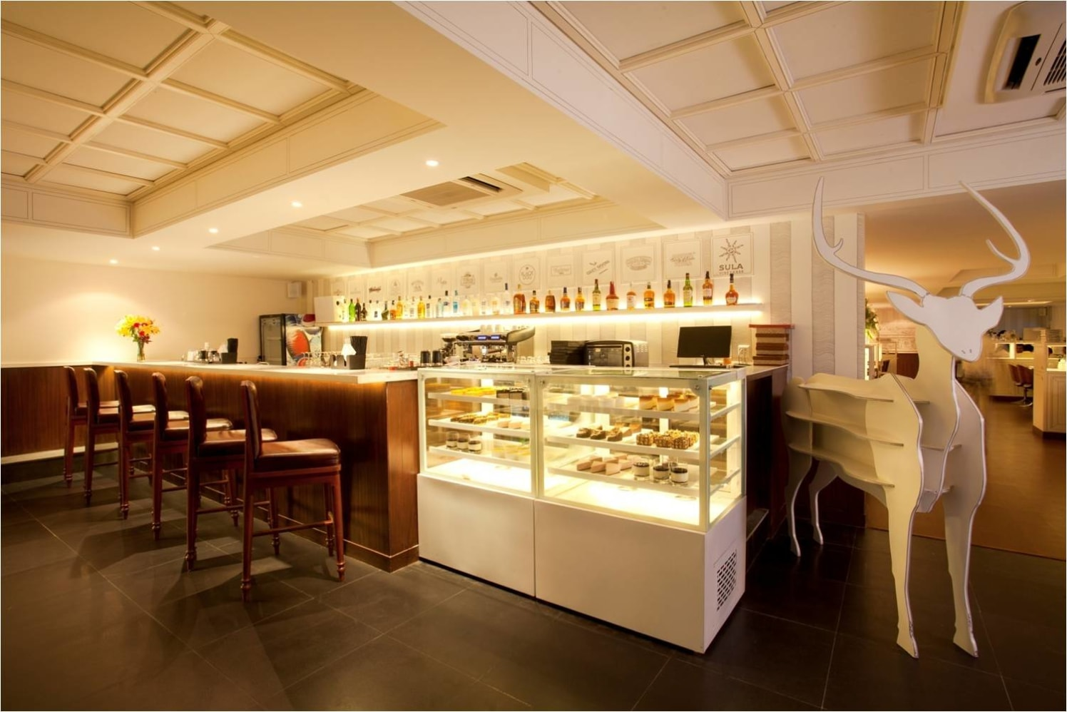 A contemporary bar! by Red Touch Interior & Retail Designers Contemporary | Interior Design Photos & Ideas