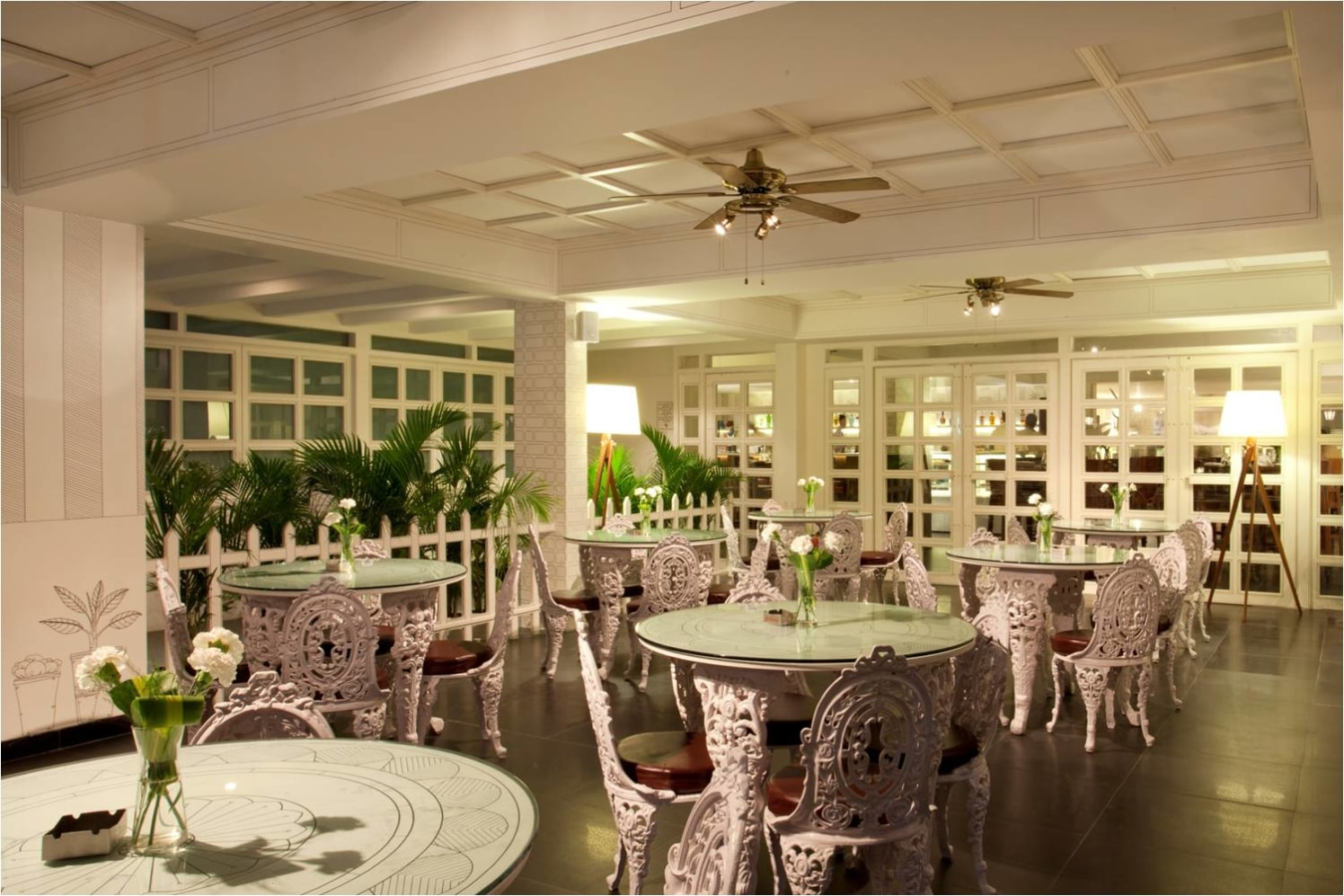 A vintage themed restaurant! by Red Touch Interior & Retail Designers Vintage | Interior Design Photos & Ideas