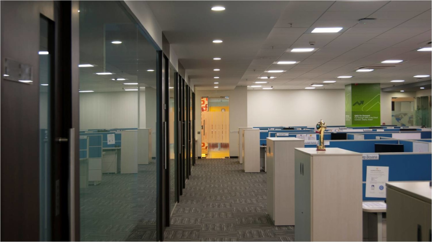 Office space! by Red Touch Interior & Retail Designers Modern | Interior Design Photos & Ideas