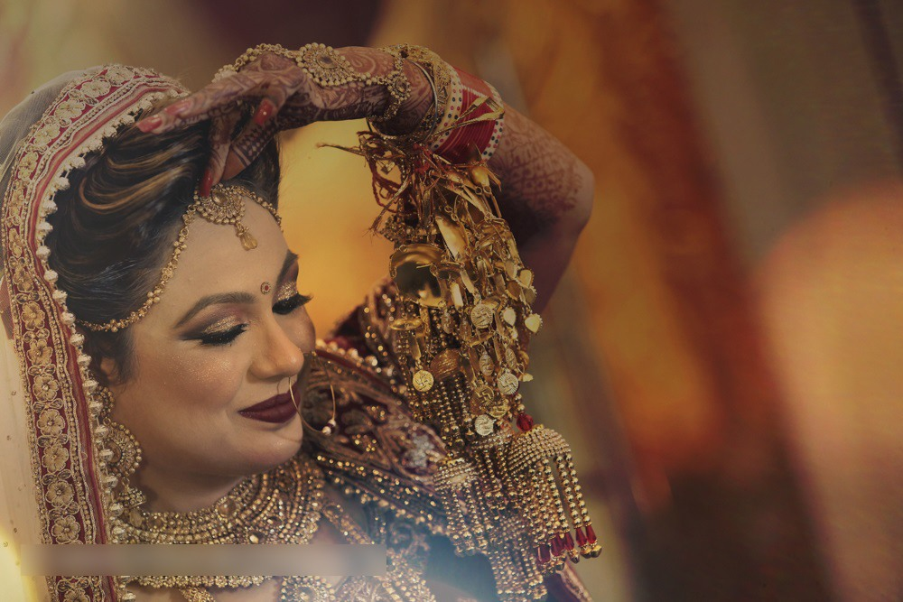Bride Adorning Bold Makeup And Gold Mangtikka by Mohit Wedding-photography Bridal-jewellery-and-accessories Bridal-makeup | Weddings Photos & Ideas