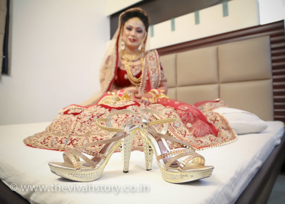 Glittering Footwear For The Bride by Mohit Wedding-photography Bridal-jewellery-and-accessories | Weddings Photos & Ideas