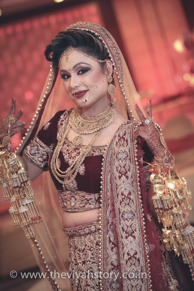 Bride Adorning Simple Bridal Jewellery by Mohit Wedding-photography Bridal-jewellery-and-accessories Bridal-makeup | Weddings Photos & Ideas
