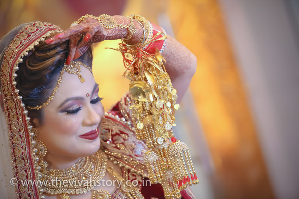 Bride Flaunting Her Gold Mangtikka by Mohit Wedding-photography Bridal-jewellery-and-accessories Bridal-makeup | Weddings Photos & Ideas