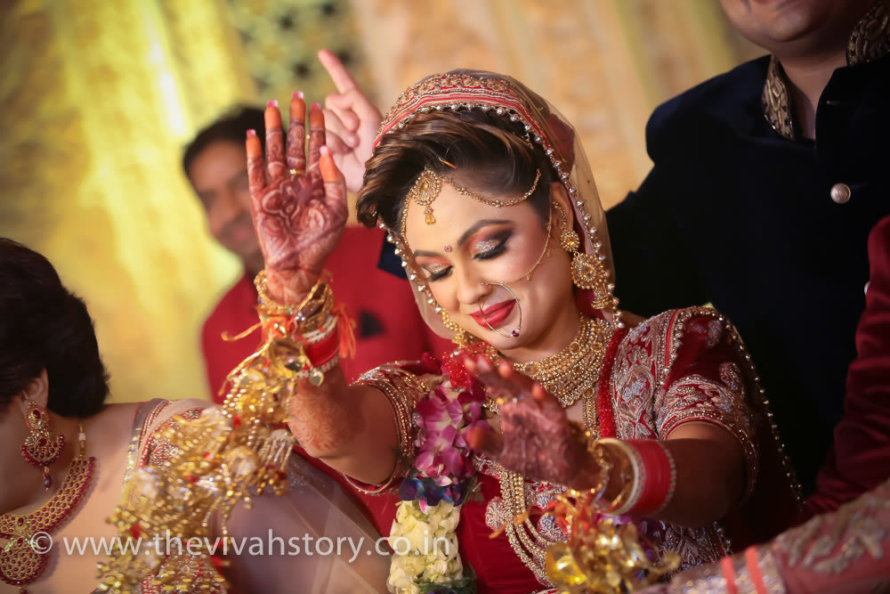 Bride Wearing Bold Makeup On Wedding Day by Mohit Wedding-photography Bridal-jewellery-and-accessories Bridal-makeup | Weddings Photos & Ideas