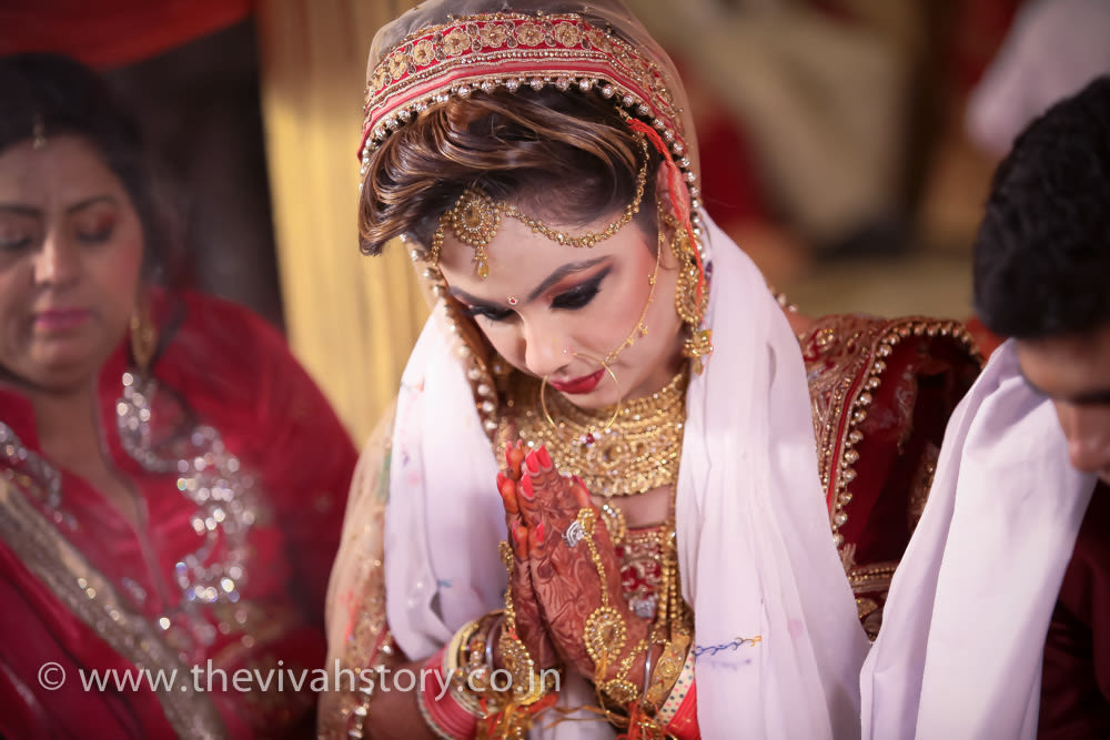 Bride Performing Wedding Rituals by Mohit Wedding-photography Bridal-jewellery-and-accessories | Weddings Photos & Ideas